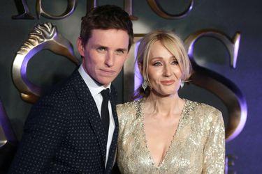 """Eddie Redmayne criticó la """"hostilidad"""" contra J.K Rowling a raíz de sus comentarios sobre las mujeres trans"""
