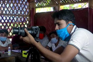 Rohinyás aprenden fotografía para documentar sus vidas como refugiados en Bangladés