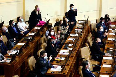 Vuelven a la carga: 45 diputados de oposición persisten en la idea de derogar el decreto de ley que sostiene a las AFP