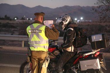Balance de Carabineros: Detenidos superan los 1.800 en la última jornada y permisos temporales sobrepasan nuevamente el millón