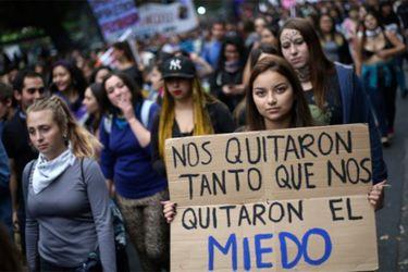 """Columna de género: Las """"pequeñas humillaciones"""" que fundamentan el malestar social"""