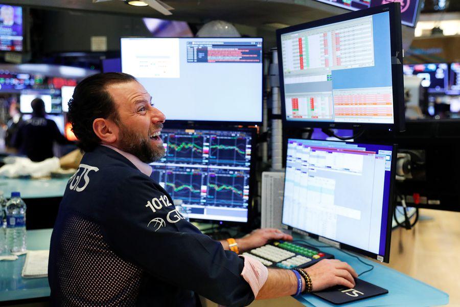 Acciones mundiales alcanzan récord ante señales de recuperación de las empresas, pese a crisis del coronavirus
