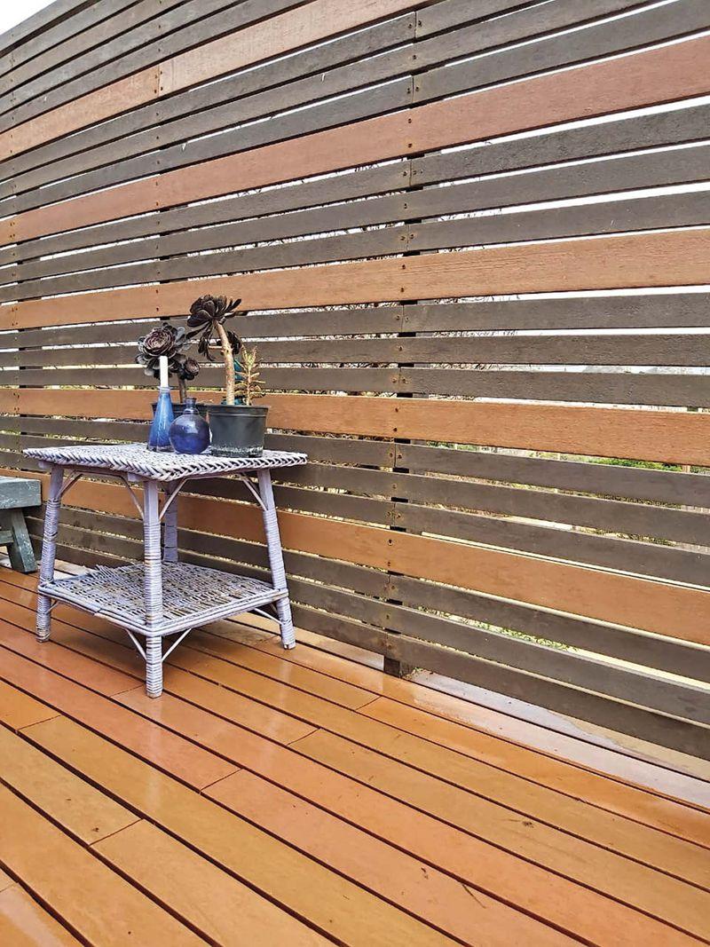 La madera plástica se trabaja con las mismas técnicas de la carpintería.