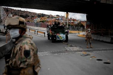 Bolivia repatria a 480 ciudadanos varados en Chile y los pone en cuarentena