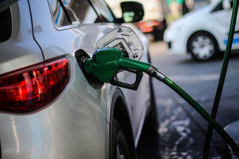 Precios de las bencinas alcanzarán nuevo máximo histórico a partir de este jueves y podrían seguir subiendo