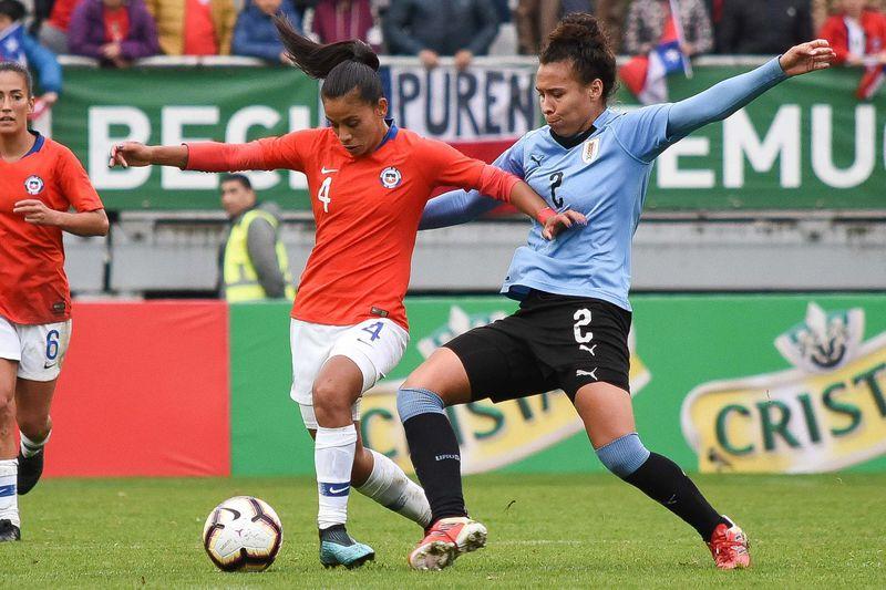 Francisca Lara, en un amistoso frente a Uruguay, en 2019.