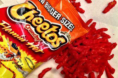 Harán una película sobre el creador de los Cheetos Flamin' Hot