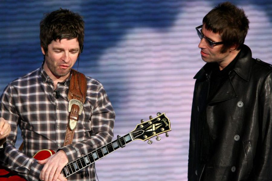 Noel-Gallagher-and-Liam-Gallagher-920x584