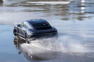 El rey del drift: El Porsche Taycan entra al Libro de Récords Guinness