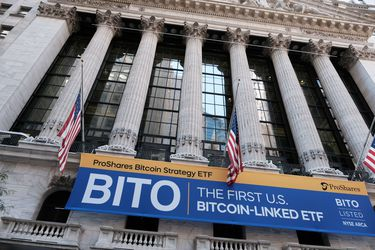El bitcóin no para de subir y alcanza nuevos máximos históricos en el arranque del primer ETF basado en futuros