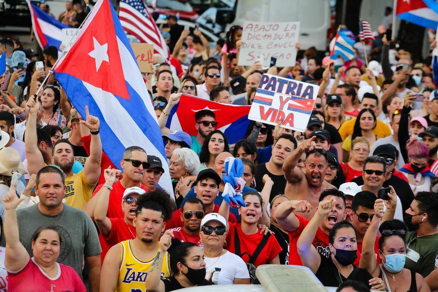Protesta contra el gobierno de Cuba en Miami. 11 de julio 2021. (Photo by Eva Marie UZCATEGUI / AFP)