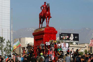 Consejo de Monumentos Nacionales señala que debe analizar formalmente solicitud del Ejército de trasladar estatua de Baquedano