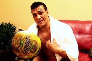 GFW despoja a Alberto El Patrón de su título máximo