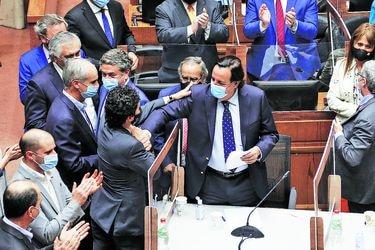Senado rechaza acusación contra Víctor Pérez