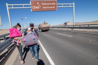 Gobernador de Tarapacá anunció que se dispondrán buses para que migrantes que tengan familia o amigos se desplacen a otras zonas del país