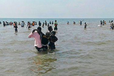 Al menos 30 muertos tras volcar barco que trasladaba a equipo de fútbol e hinchas en Uganda