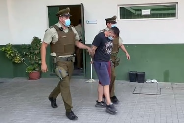 Capturan a sujeto que arrastró a carabinero y atropelló a un anciano en control policial