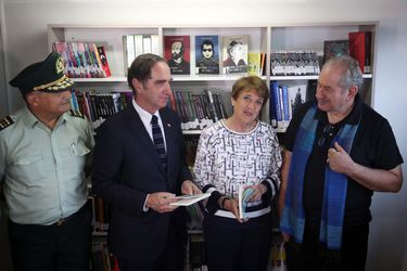 Ministra Valdés inaugura biblioteca en la ex Penitenciaría de Santiago
