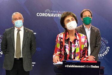 La subsecretaria de Salud Pública, Paula Daza, al momento de entregar el reporte de este viernes.