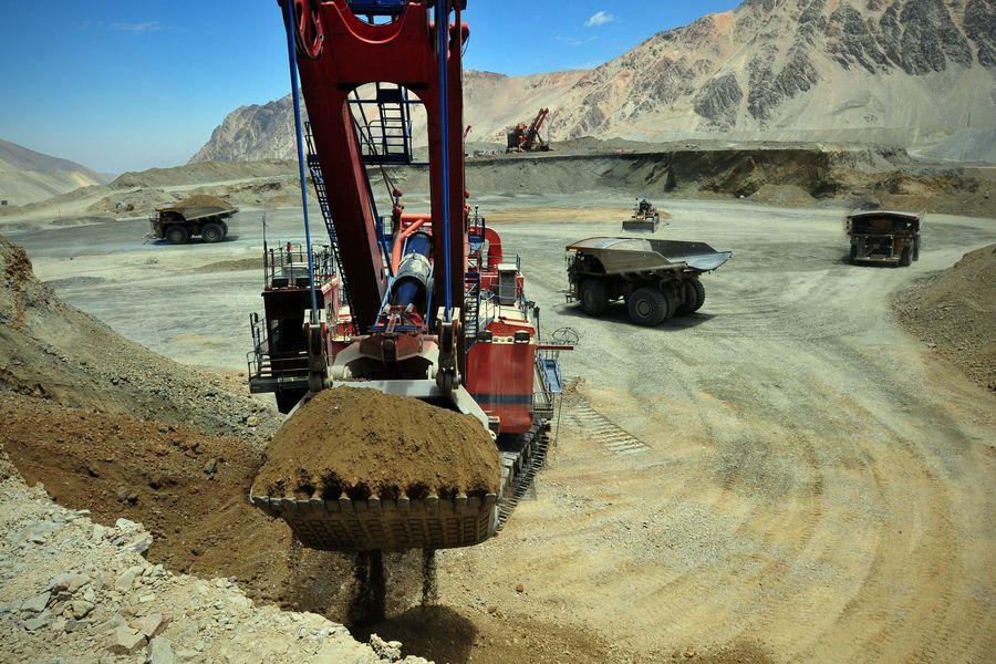 Minera del grupo Luksic reduce proyección de producción de cobre para este año debido a la severa sequía