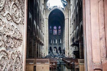 Alcalde de París intenta calmar temor por contaminación con plomo tras incendio en Notre Dame