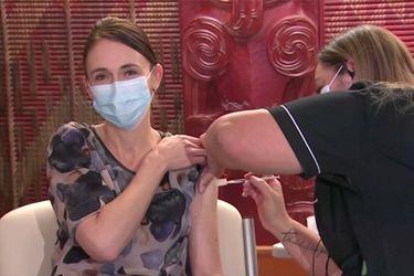 Lenta tasa de vacunación hace tambalear la popularidad del gobierno de Jacinda Ardern en Nueva Zelandia