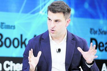 El CEO de Airbnb dice que viajar nunca volverá a ser como era antes de la pandemia