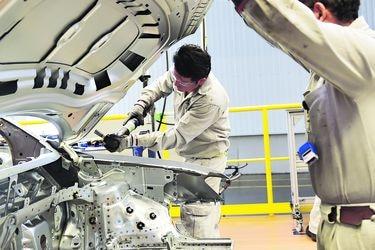 México reanudará la próxima semana el sector automotor