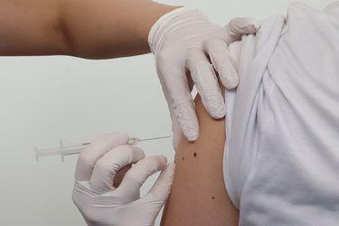 Tercera dosis al banquillo: ¿Es realmente necesario vacunarse de nuevo?