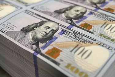 El precio del dólar sigue disparado mientras transacciones van a la baja