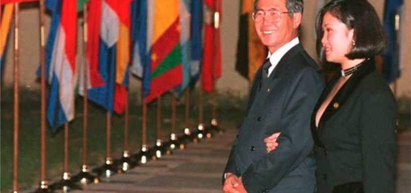 Durante el mandato de Alberto Fujimori y tras su divorcio, su hija mayor Keiko Fujimori comenzó a ejercer de primera dama de Perú.