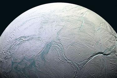 ¿Por qué los científicos creen que podría haber vida en una luna de Saturno?