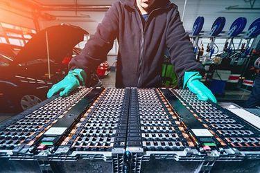 Mercedes-Benz y Stellantis se alían para crear un gigante de las baterías