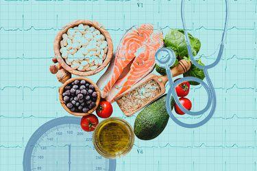 Alimentos esenciales para aliviar la hipertensión (y aquellos que es mejor evitar)