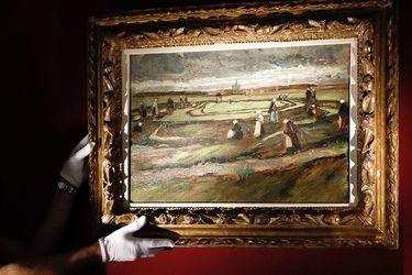 """The painting """"Raccommodeuses de filet dans les dunes"""" by Dutch painte"""