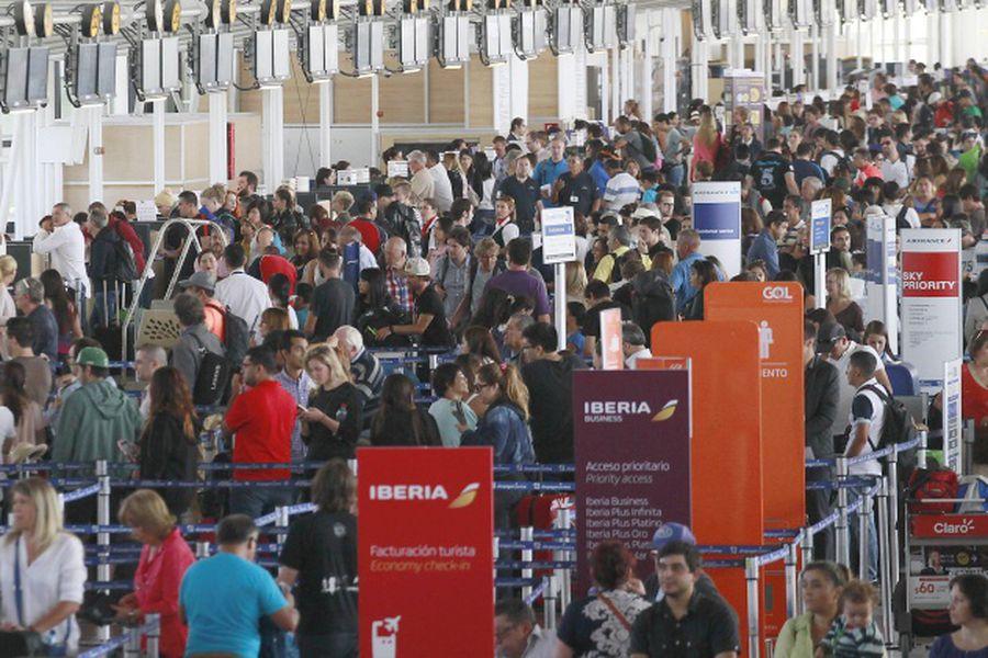 Alta afluencia de pasajeros en Aeropuerto Pudahuel