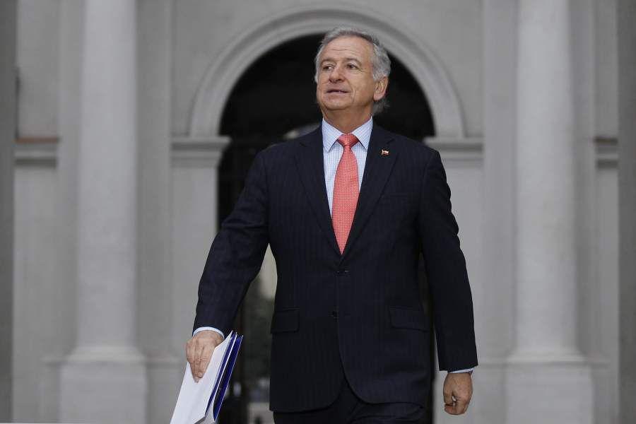 Ministro de hacienda Felipe Larrain realiza punto de prensa por Proyecto de Modernizacion Tributaria