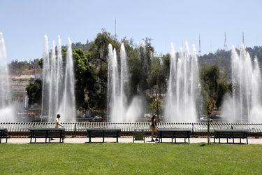Contrastes climatológicos: 2021 se convierte en el año más frío en casi 30 años en Santiago y abril registra la primera ola de calor en seis meses