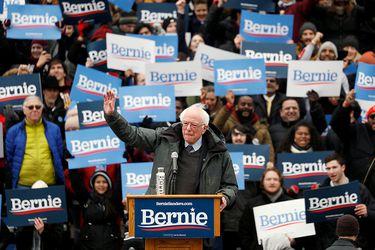 Ponen en aprietos a Sanders por dichos favorables sobre Fidel Castro