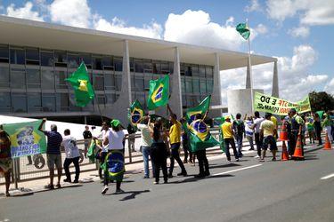Trump prohíbe la entrada a EE.UU. de extranjeros que hayan estado en Brasil