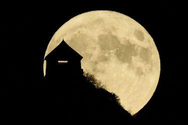 Agua en la Luna: ¿de la poesía a la explotación de recursos?