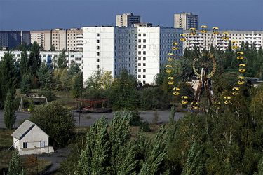 """""""¡Horror nuclear! Miles de muertos"""": cómo se contó en Chile la historia de Chernóbil"""