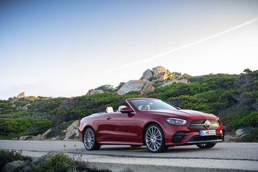 Mercedes-Benz actualiza las versiones Coupé y Cabrio de la Clase E