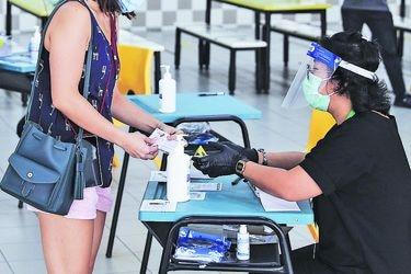 Singapur: guantes y mascarillas en inéditos comicios