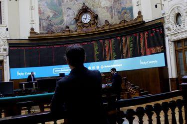 Bolsa de Santiago extiende sus pérdidas y es la que más cae a nivel mundial ante preocupaciones por retiro de fondos de AFP