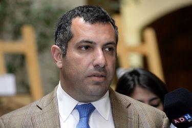 """Hasbún anuncia que suspende su militancia en la UDI: """"Me siento con el deber de proteger a mi partido"""""""