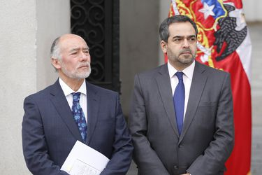 """Quintana y Flores convocan a firmantes del acuerdo por la Paz y la Nueva Constitución para comprometer un plebiscito """"democrático y pacífico"""""""