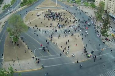 Desvíos preventivos y cierre de metro Baquedano tras nueva jornada de manifestaciones