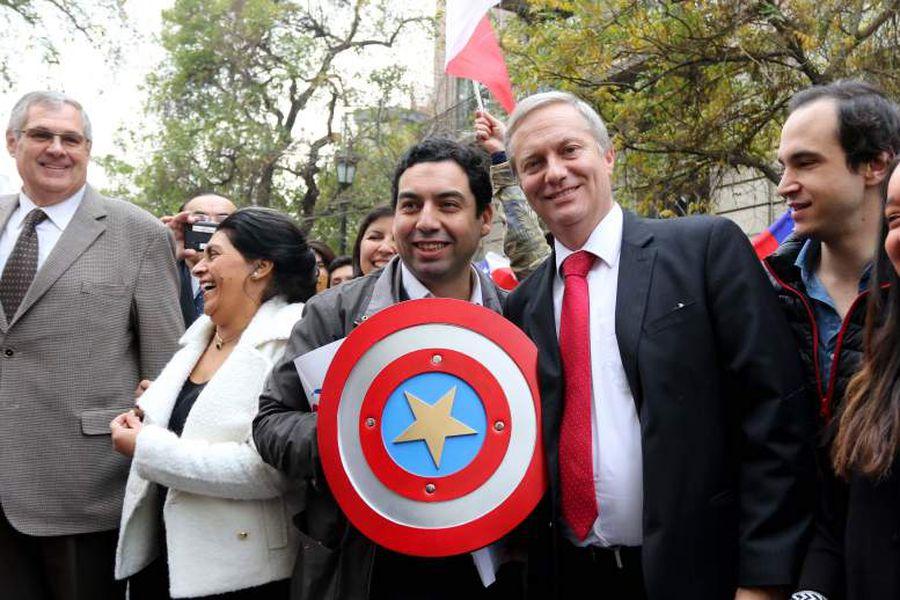 José Antonio Kast inscribe al Partido Republicano en el Servel
