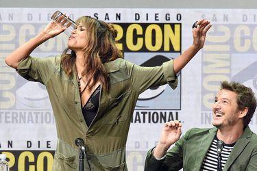Valores y principios: Halle Berry se tomó al seco un vaso de whisky en la Comic-Con 2017